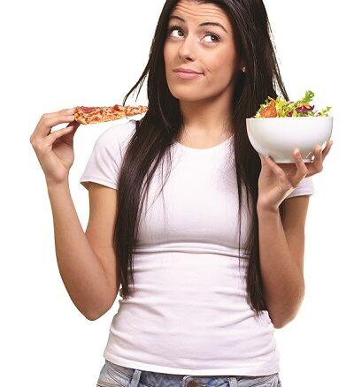 ragazza che mangia